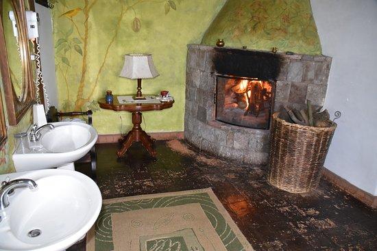 Hacienda San Agustin De Callo: Mieliście kiedyś kominek w łazience?