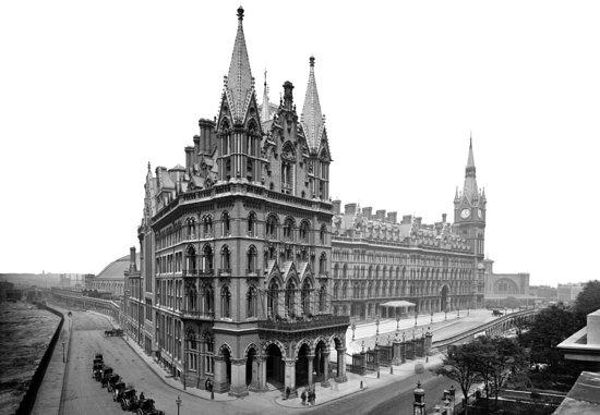 St. Pancras Renaissance Hotel London: Historic Exterior