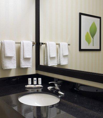 Puyallup, WA: Guest Bathroom