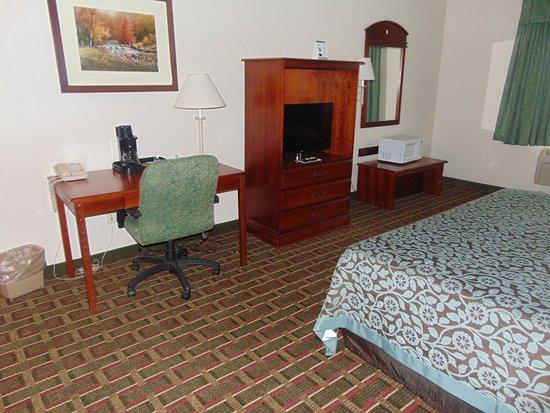 Days Inn Suites: King Rooms