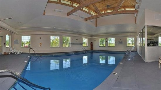 Pentwater, MI: Pool Area with music