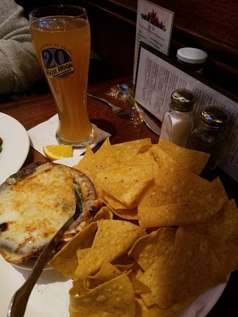 Connolly's Pub & Restaurant: Spinach artichoke dip was great