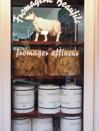 Rue Montorgueil: No Street is complete without a cheese shop!