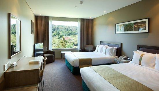 Holiday Inn Rotorua: 1 Queen, 1 Single with Balcony