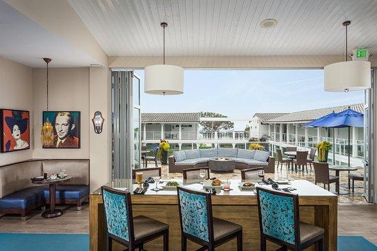 Del Mar, Californië: Enjoy local fare with a side of ocean views