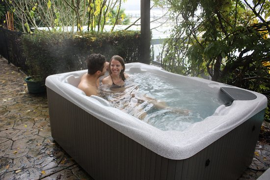 Mainstay Oasis Bed and Breakfast : The Hot Tub
