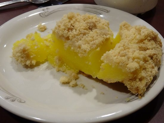 East Earl, PA: Lemon crumb pie is so tangy and awesome !