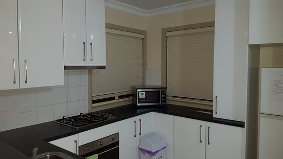 Albury Suites: Well Equipped Kitchen
