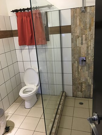 BEST WESTERN Suva Motor Inn: Bathroom amenities for two bedroom apartments (newly renovated)