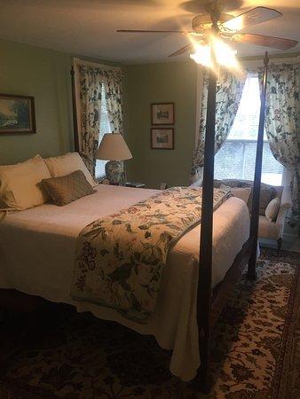 The Oaks Bed & Breakfast: photo1.jpg