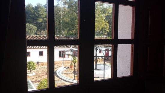 Pizarra, Spanje: Foto hecha desde el salon social hacia el patio central.