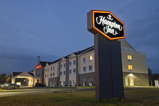 Hampton Inn Bangor : Exterior Hotel Night Time