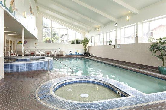 Hallmark Resort Cannon Beach : Pool view