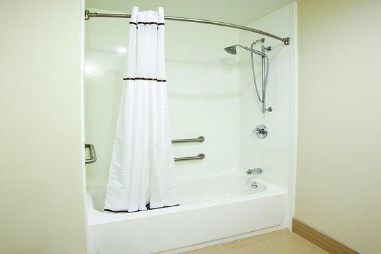 LaGrange, GA: Bathroom