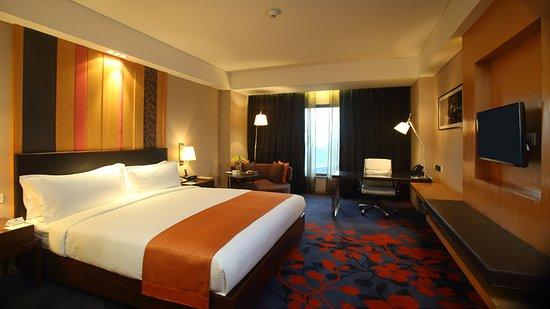 Holiday Inn New Delhi Mayur Vihar Noida: 1 King Deluxe Room Smoking