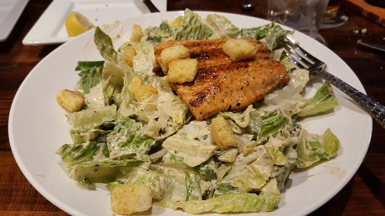 LongHorn Steakhouse: Ceasar salad with salmon