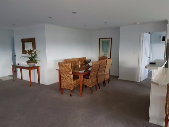 Waterview Luxury Apartments & Penthouses: Extremely spacious dinning area
