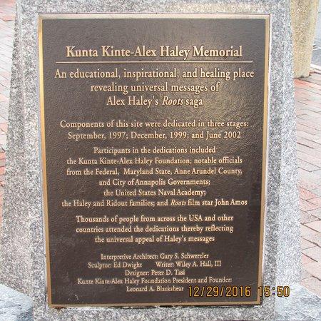 The Kunta Kinte - Alex Haley Memorial: Memorial