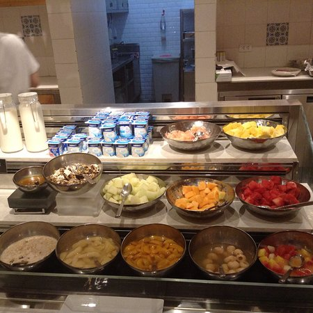 Dusit Thani Manila: This is just an example of breakfast here at Dusit Thani in Manila