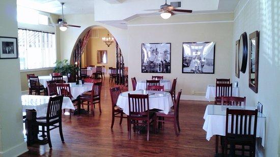 The Hotel Paisano: Dining room