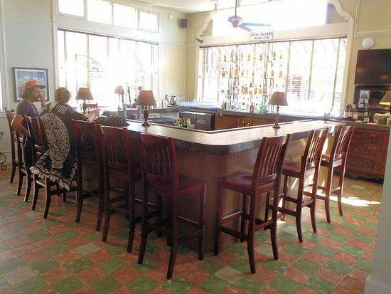 The Hotel Paisano: bar