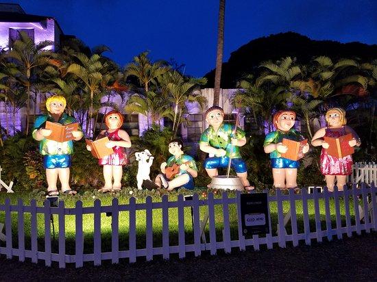 honolulu city lights christmas lights with food wagons and keiki rides