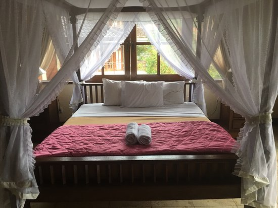 Pande Permai Bungalows: Lotus Deluxe Room. Pretty, but lacks practicality.
