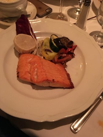 Canaletto: Salmon with grilled vegetables
