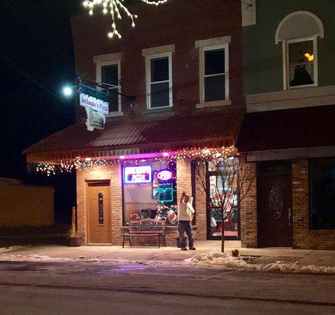 "Montour Falls, Estado de Nueva York: Sal saying ""come get some pizza"""
