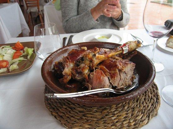 Hotel Rural Emina : REstaurante Espadaña, lechazo para no olvidar nunca...
