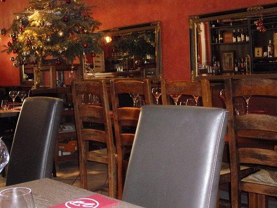 Cabrieres-d'Avignon, France: salle du restaurant