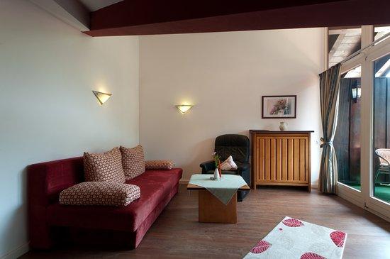 Wohnzimmer Mit Fensterfront Im Appartement Picture Of Schecks
