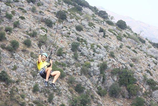 Comares, İspanya: Volando a mas de 100 m de altura m. Recepcion por monitor especializado