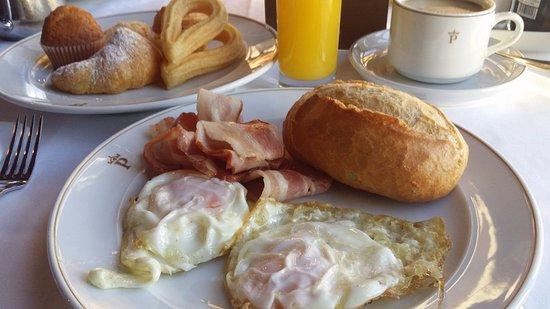 Restaurante Parador Nacional Castillo de Siguenza: Desayuno