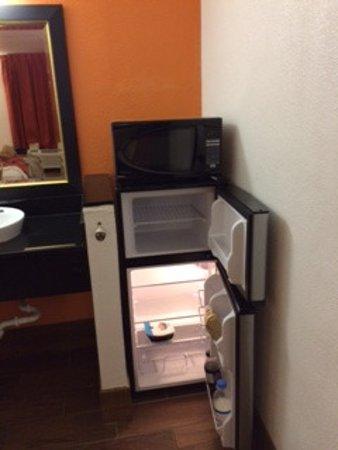 Motel 6 Valdosta: Mini-réfrigérateur avec congélateur autonome.Micro-ondes très apprécié.