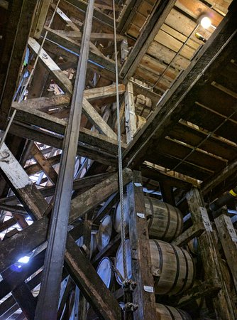 Lawrenceburg, KY: View up in the rickhouse