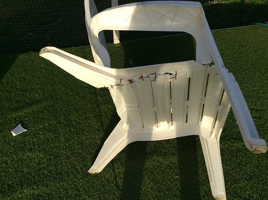 La Pintada, Παναμάς: Restitched chair discovered when collapsed