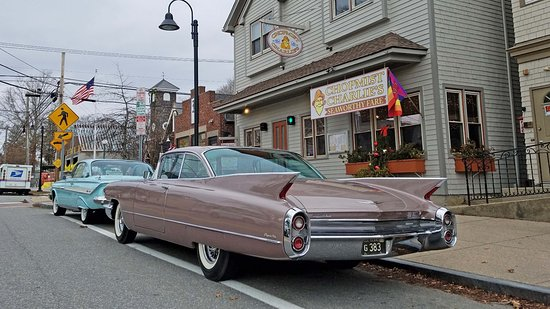 Jamestown, RI: Classi cars await arrival of Tour outside Chopmist Charlie's