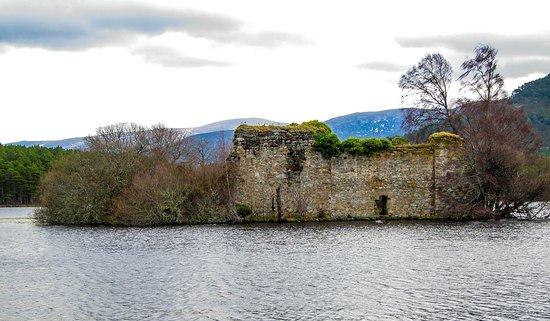 Aviemore, UK: Ruined Castle on Loch an Eilein.