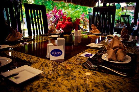 Pelican Point Restaurant & Bar: pelican dining