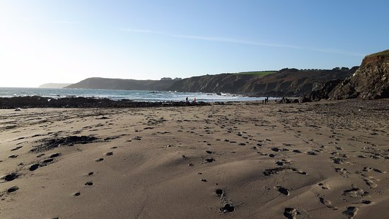 Cadgwith, UK: The view on the Kennack Sands Beach.