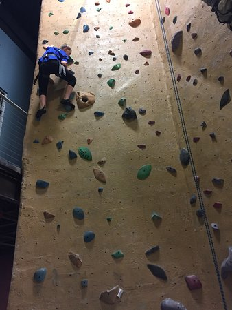 ‪High Point Climbing And Fitness‬