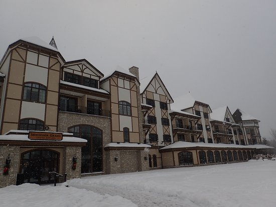 Mountain Grand Lodge and Spa : The entrance from the slopes