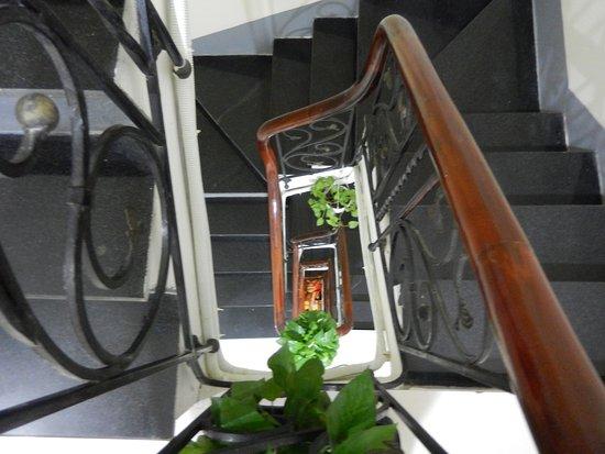 Hanoi Impressive Hotel : stairwell