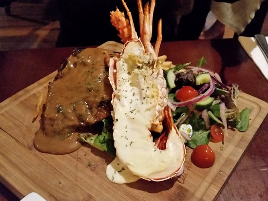 Como, Australia: Very popular Steak and Cray special (now no longer available)