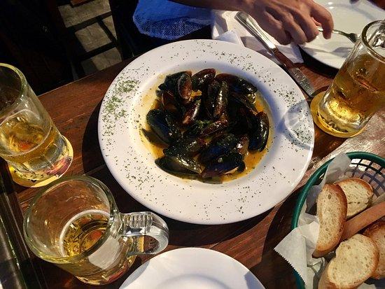 El Bar del Patio: mussels in white wine sauce