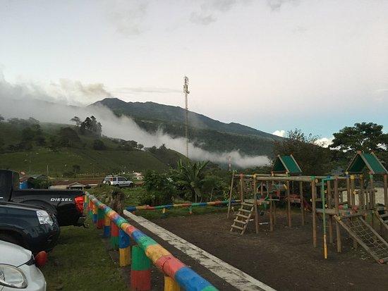 Restaurante Rancho del Sapito: view of the Turrialba volcano