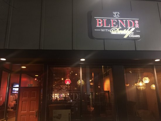 ‪Blend Bar with Davidoff Cigars‬