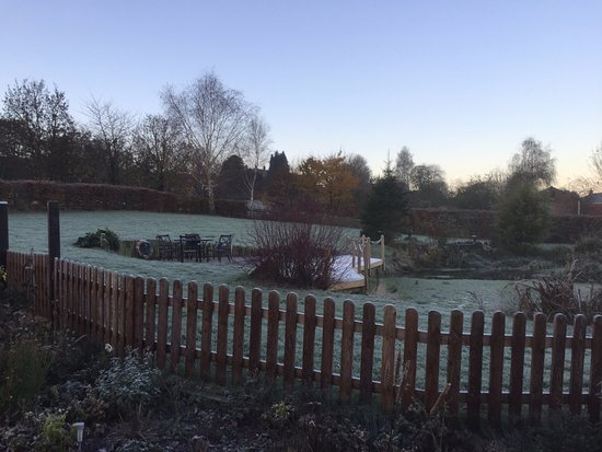 Edington, UK: Frosty weather but warm and cosy at Slades Farm!