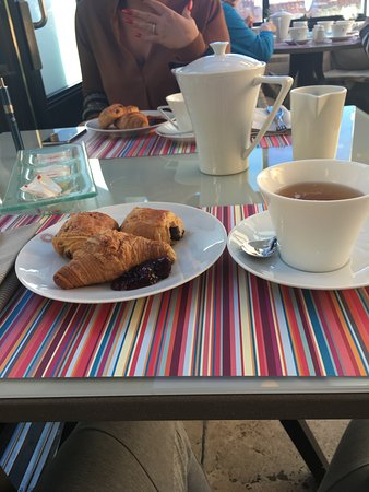 Hotel La Perouse: Breakfast at La Perouse.